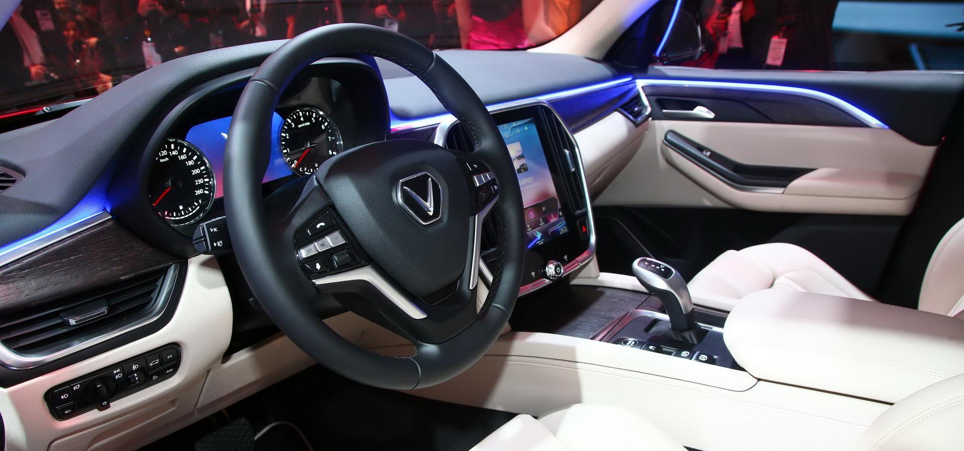 af3ff696-vinfast-suv-sedan-paris-debuts-43